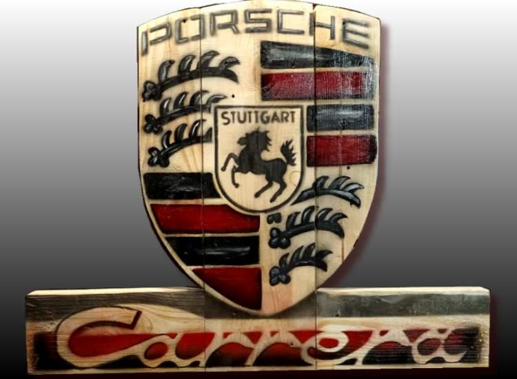 Logo Porsche sur bois